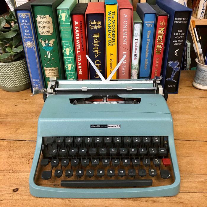 Olivietti Lattera Classic Typewriter